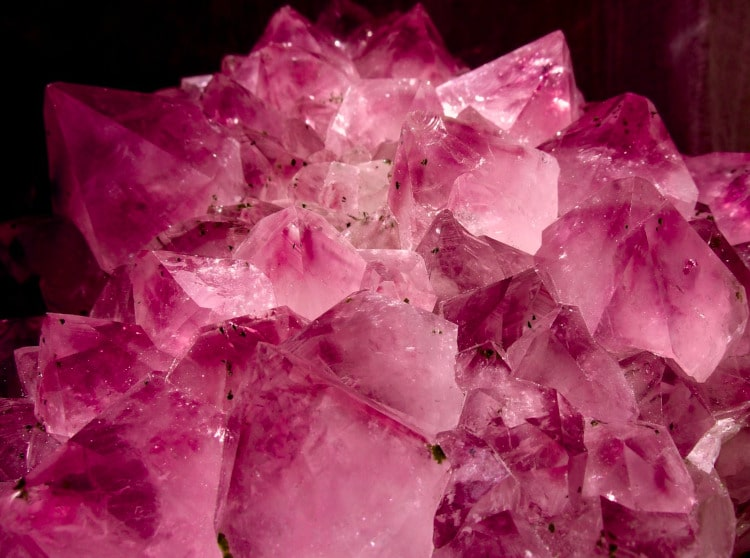 Kwarc różowy. Właściwości magicznego różowego kamienia